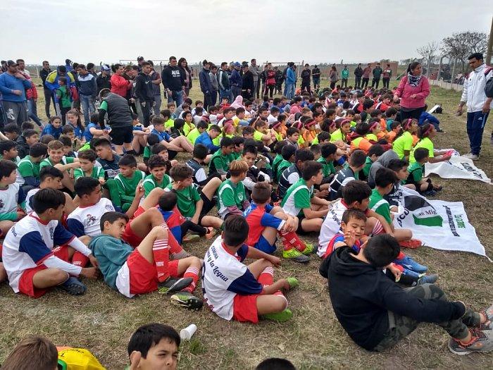 Col. Dos Rosas y La Legua vivió la fiesta del futbol infantil