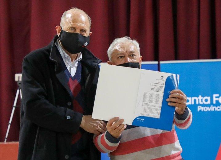 Hersilia: Perotti entregó aportes a localidades del departamento San Cristóbal